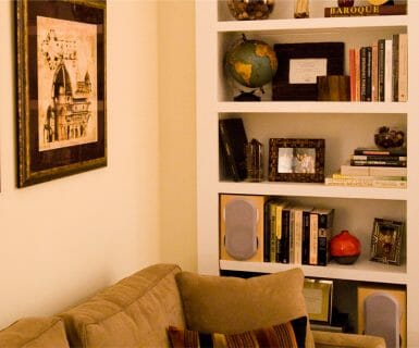 Built-in bookcases at Woodlands of Charlottesville apartments for lease