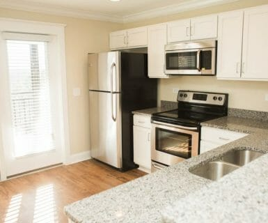 Ample natural light - Woodlands of Charlottesville